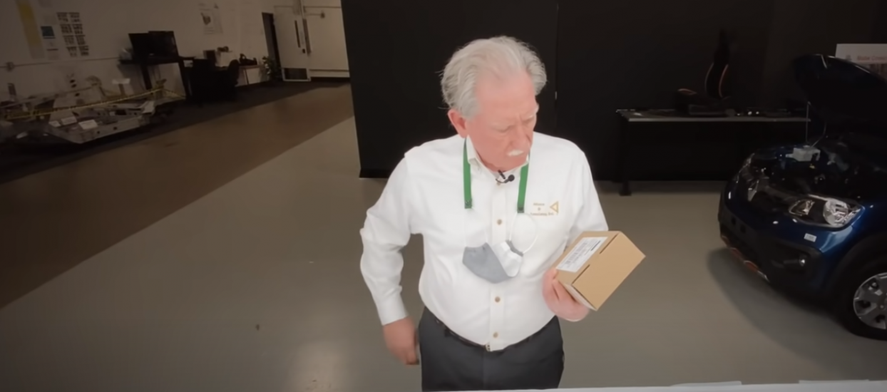 iPhone 12 Pro unboxing Sandy Munro